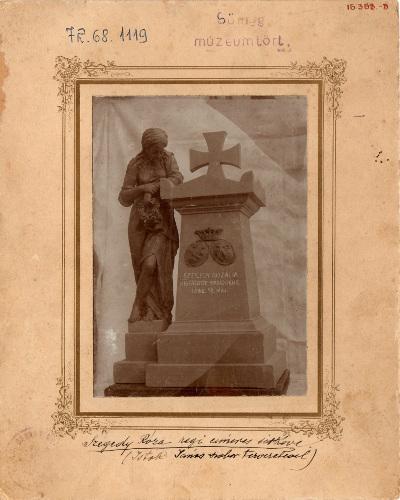 Szegedy Rozália címeres sírköve I.