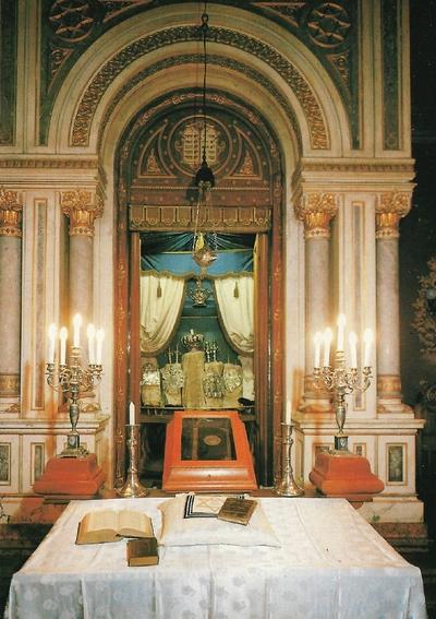 Pécsi zsinagóga belülről