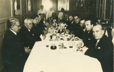 A Csokonai Kör vacsorája Kemény bácsinál Komáromy János vendéggel együtt.