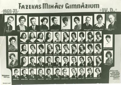 A Fazekas Mihály Gimnázium 1973-ban végzett IV. D osztályának tablóképe, a tanárok között Várkonyi Anikóval