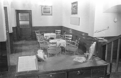A földszinti hall és a recepció