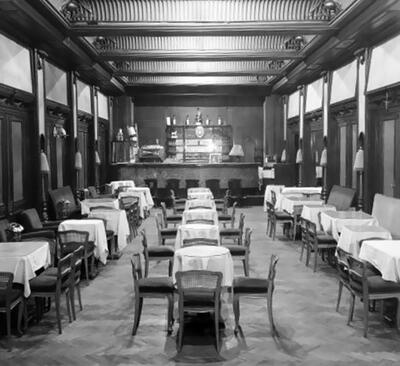 Terített asztalok a New York kávéházban
