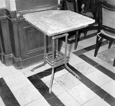 Asztal a New York kávéházban