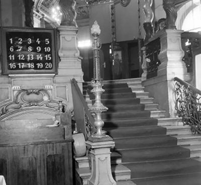 Lépcsősor a New York kávéházban