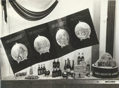 Alkotmányünnepi kirakat, fénykép