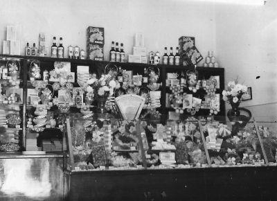 7407. számú Élelmiszerbolt belső, fénykép