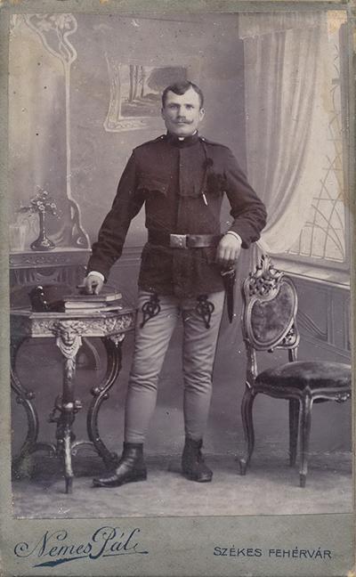 Katona, első világháborús viseletben