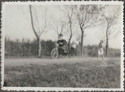Hortenzia nővér kerékpározik