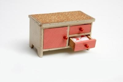 Játék bútor (kis szekrény)