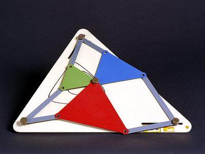 Eine Koppelkurve mit drei möglichen Gelenkvierecken (Satz von Roberts)