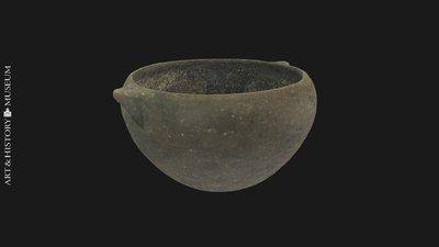 Deep bowl with receding rim and two buttons, Coupe profonde à bord rentrant avec deux boutons, Diepe kom met naar binnen buigende rand en twee knoppen