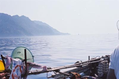 Fonds Henri-Paul Brémondy : Prise de vue sur la mer depuis le bateau - Photographie en lien avec le corpus sonore La pêche traditionnelle varoise dans les années 1970