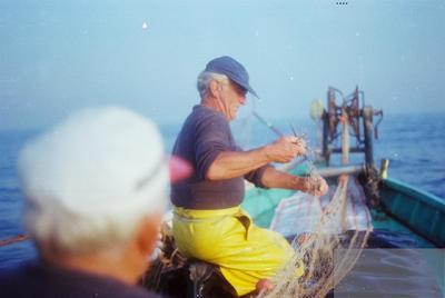 Fonds Henri-Paul Brémondy : Pêcheurs sur un bateau - Photographie en lien avec le corpus sonore La pêche traditionnelle varoise dans les années 1970