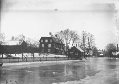 Prostgården före ombyggnaden. Fotograf: Ellert Johan Viktor Sörman. Fotokopia finns.