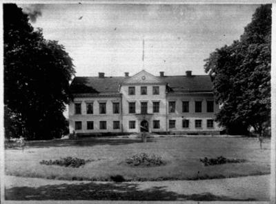 Åkerby herrgård, tvåvånings herrgårdsbyggnad med frontespis och inredd vind. Gårdsägare Grundberg. Beställningsnr: GE- 128.