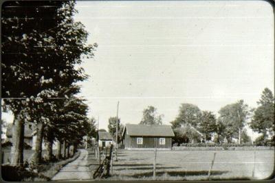 Brogärdet, Bestorp. Byggt omkring 1850. Köpt av staden omkring 1950. Siste ägare Karl Gustavsson 1869-1957.