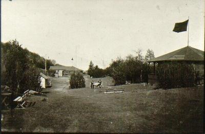 Mössebergs Folkets park. År 1908 startade Verdandi gamla folkparken vid Mösseberg. Fr.o.m. 1911 övergick Folkets Park till eget företag. På möte med  Folkets husförening beslöts den 25 april 1928 om sammanslagning av de båda föreningarna. Men redan 23 augusti följande år enades man om parkens förflyttning och 7 december samma år undertecknades köpkontrakt med Bernhard Gustafsson om förvärv av området å