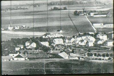 Utsikt över Falköping. Streck 1 från vänster pekar mot Grönelund, två hus kvar 1969. Streck 2 mot Lundahls, Rantens gård. Streck nr 3 mot utställningen 1910. Streck 4 mot  logen Verdandi. Streck nr 5 mot Spruthuset. Streck nr 6 mot Fredriksberg,