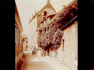 Gamla Apotekshuset, fyra vånings stenhus med trappstegsgavel. Bilden tagen från Lybska gränd. Nr: 161. Inköpt av Ångfartygs AB Gotland.