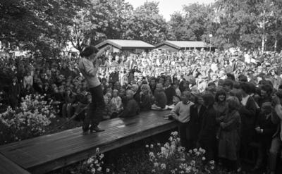 Utställningen över, Finaljakten slut 21 juni 1965 Örebro 700  Popgruppen Hep Stars och sångaren Sven Hedlund uppträder inför publik.