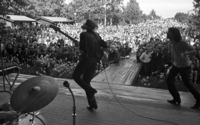 Utställningen över, Finaljakten slut 21 juni 1965 Örebro 700  Popgruppen Hep Stars med sångaren Sven Hedlund uppträder in för publik.
