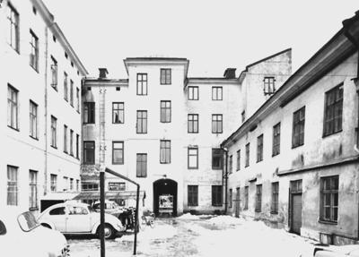 Bostadshus. White Arkitektkontor AB. Gården Fredsgatan 16, port mot Fredsgatan. Knut Borgs hade sin fotoatelje i huset till vänster på 1980-talet.