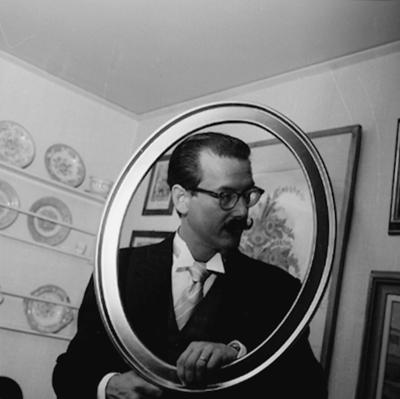 Rumsinteriör, en man. Fred Beijer, Oscaria Skofabrik. Bilden tagen för 40-års porträtt.