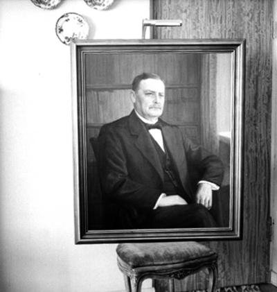 Tavla, oljemålning. Motiv: sittande man. Kapten Oscar J. Eriksson