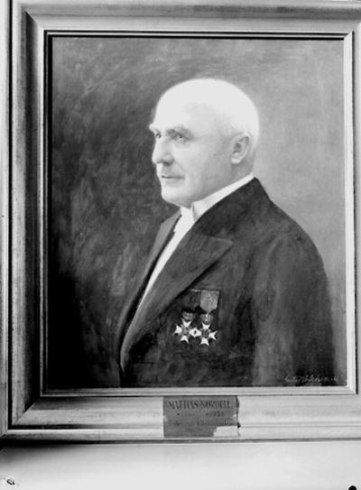 Nämndhuset, tavla (målning). Motiv: en man. Porträtt av Mattias Nordell (f.1864 - d.1933), Örebro stads folkskolinspektör mellan 1901-1930.