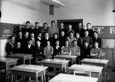 Olaus Petriskolan, klassrumsinteriör, 28 pojkar med lärare Olof Larsed, vikarie för Ragnar Engvall. Klass 8A, sal 20.