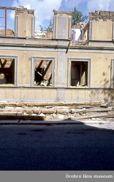 Rivningshus. Olaigatans norra sida, kvarteret mellan Skolgatan och Alnängsgatan Bilden tagen mot norr