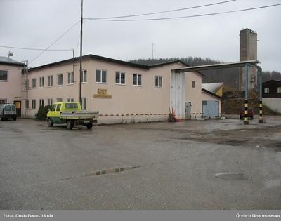 Yxhultprojektet, etapp 1, inventering av Yxhultsbolagets industriområden samt lämningar i landskapet. Kvarntorp 6:1, Kvarntorps industriområde. Kontors- och verkstadskomplex. Centralförråd. Exteriör.
