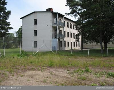 Yxhultprojektet, etapp 1, inventering av Yxhultsbolagets industriområden samt lämningar i landskapet. Bysta 1:5. Nya huvudkontoret, innan delar av byggnaden revs 2007. Exteriör.