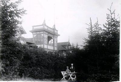 Gamla Bredablick på Mössseberg - uppfört 1885 - var först Sanatorium och sedan serveringspaviljong. Revs 1962 för att ge plats åt nya Bredablick.