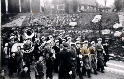 Mössebergs Musikkår 1 Maj 1939 Scheelegatan. Första raden: Flöjt vet ej men han kallades