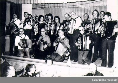 Falbygdens muntra musikanter med medlemmar ur Magdeburgarna IOGT-lokalen 1975.