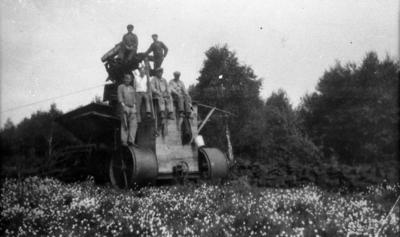 Risholmens mosse, omkr. 1935.  Arbetslaget.