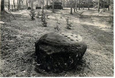 Planteringsförbundets Park. Ballersten är en stor sten, som vid järnvägsbygget måste vräkas från sin ursprungliga plats vid Ranten. Den låg på hemmanet  Ballersten nära