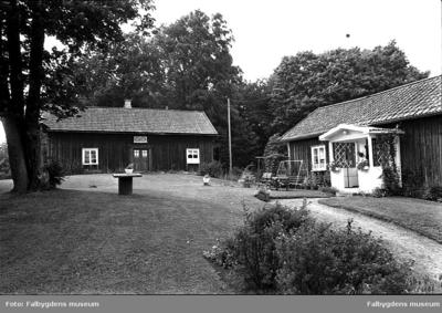 Lunden 1:11. Översikt gården Ö. Huvudbyggnaden riven 1986.