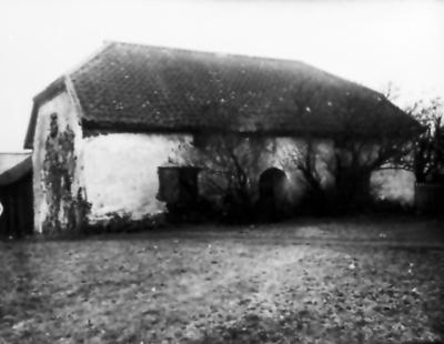 Vistaholm. Kapten Göran Svärdsköld lät uppföra en kyrka 1678 efter att ha lovat detta om han blev fri från sin krigsfångenskap, vilket skedde 1674.