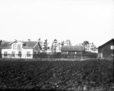 Mariedal Floby, Storgatan 29. Huset t.h. senare bilverkstad.