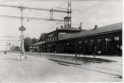 Järnvägen. Centralen. Bangården. S.J. Falköping. Gamla stationen men efter elektrifieringen 1927-28.