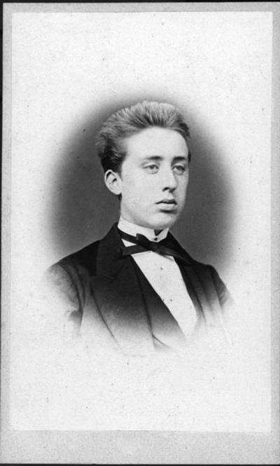 Johannes Svanberg, Örebro-Stockholm. Son till kopparslagare S., Örebro, anställd hos Clevander, sedermera intendent vid Kungliga Teatern.