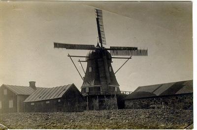 Kv. Södra Frode, Kvarnen. Det plåttäckta huset i förgrunden revs mycket tidigt.