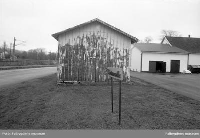 Hus rivet 8/11 1996. Gavel och skylt Skinnwille.
