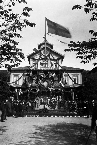 Mössebergs bad. Ett 25-årsjubileum på Mösseberg 1892. Dr. Torstensson festtalar.