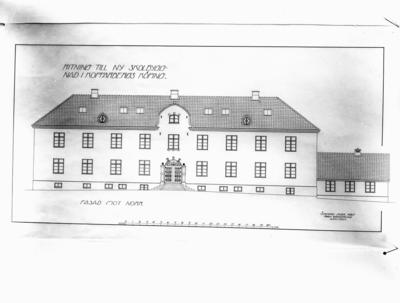 Ritning till ny skolbyggnad i Kopparbergs köping. Arkitekt Iwan Wennerlund, Oskarsparken 8, Örebro.