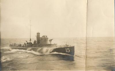 Militärfartyg.