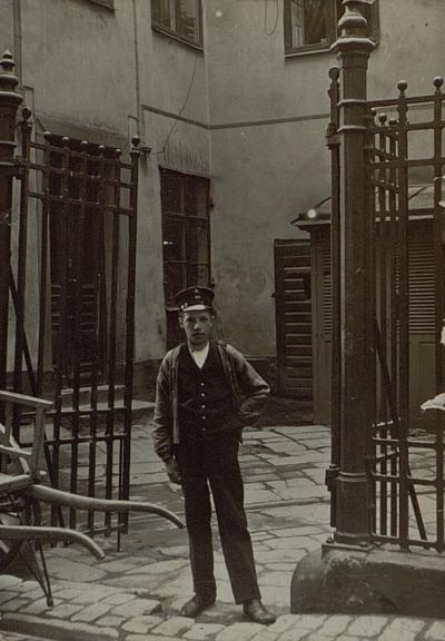 Stockholm. Telegrambärare, av tidigare datum.