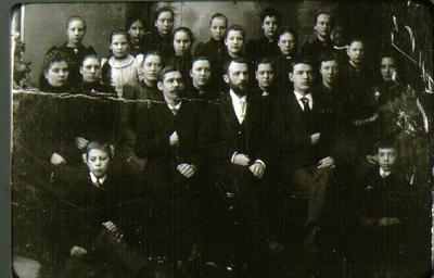 Personal vid J.A. Forss hattfabrik i början av 1890-talet. Gåva av John Sahlgren, Ranten, f.d. möbelhandl. i Falköping.